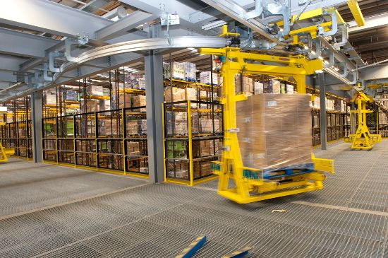 The EMS has been tried and tested in a range of industrial applications. It is suitable for the fast and flexible movement of pallets, mesh boxes and customer-specific load carriers in intralogistics, and for assembly and manufacturing tasks.
